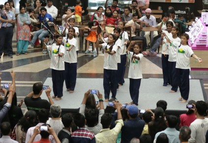 SMILE forndation Children performing at Shipra Mall1